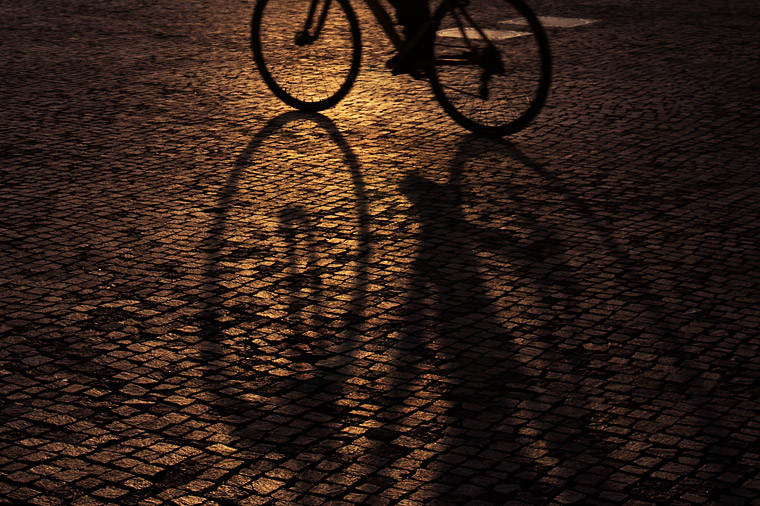A photobloggers' cliché: Bike shadows